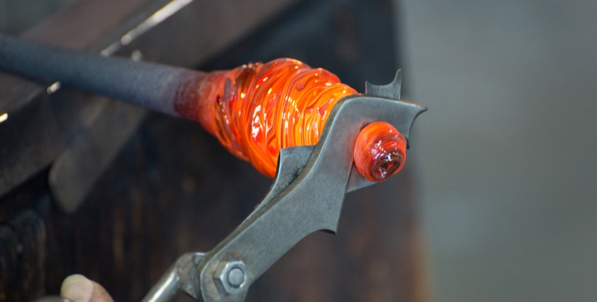 glass-blowing-uses-carbon-graphite-metal-tongs